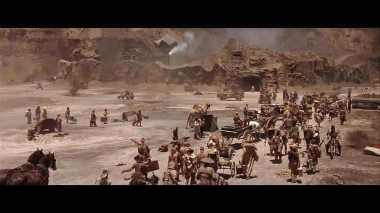 MAD MAX 3 (1985), développe l'univers du 2e film